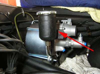 Brake booster and resevoir